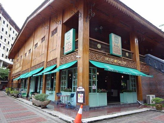 bangunan kedai tiga nyonya palembang