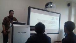 Presentasi makalah Ganjar, S.T. mahasiswa Teknik Nuklir UGM. Riset tentang desain neutronik PBR 150MWt, alhamdulillah Ganjar lulus sarjana dengan riset ini sebagai TA..