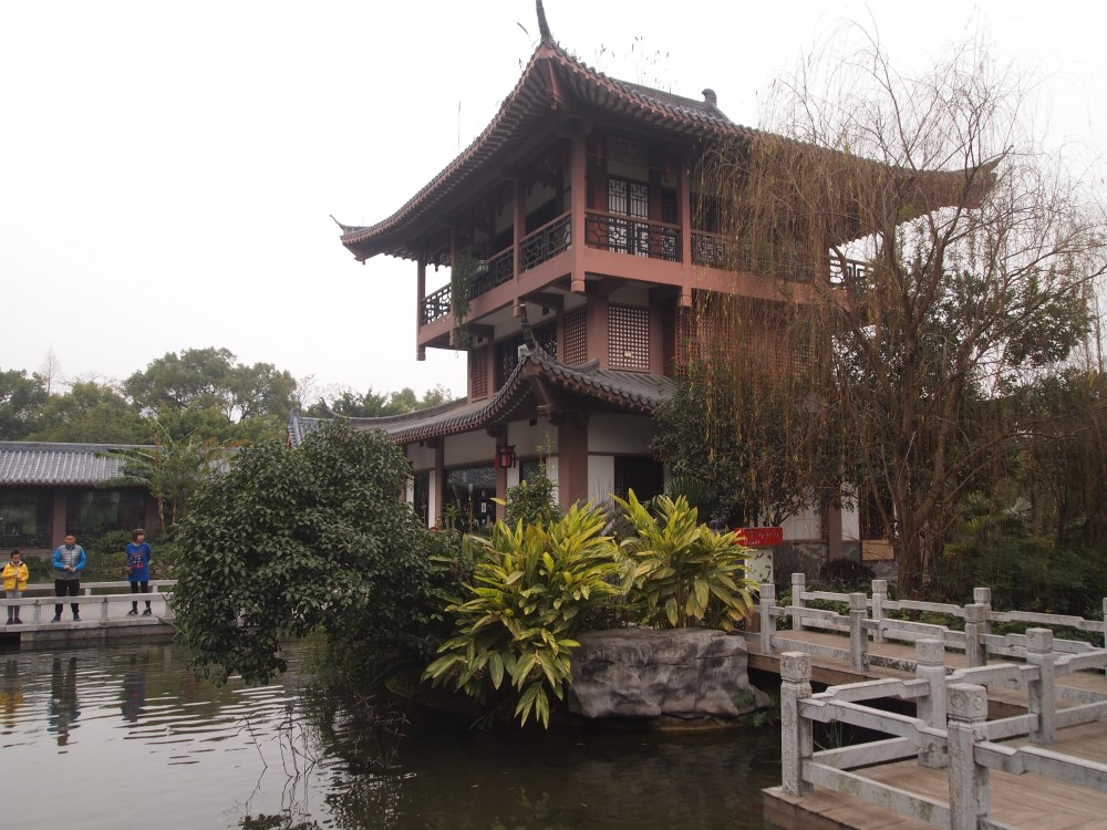 a lazy morning at the guilinyi royal palace before heading to yangshuo (1/6)