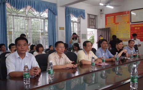 Officials from Pingnan and Pingnan High School