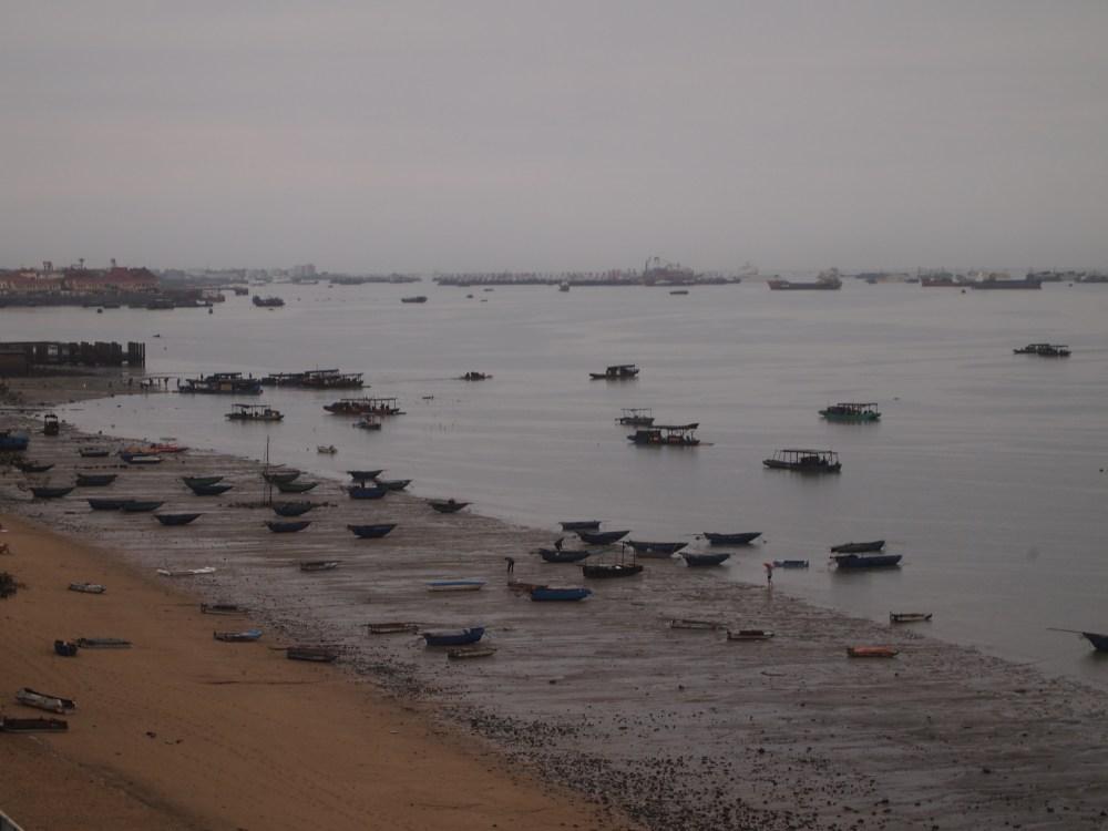 a foggy morning on beibu gulf, a ferry ride to weizhou island & a visit to saint maria church (1/6)
