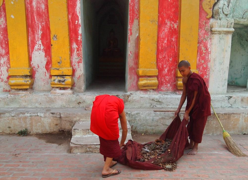 pagodas at amarapura & the monks at maha ganayon kyaung (4/6)