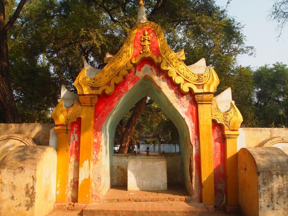 pagodas at amarapura & the monks at maha ganayon kyaung (5/6)