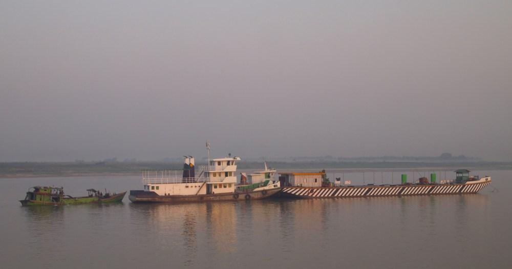 a slow cruise down the ayeyarwady river from mandalay to bagan (4/6)