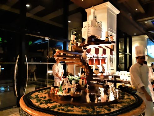 Sofitel Philippine Plaza Manila - Art De Noel | catchingcarla.com