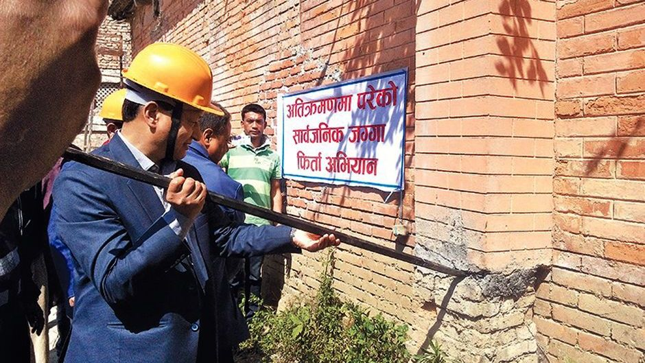 KMC Mayor Demolishing a wall. Image Credit: The Kathmandu Post