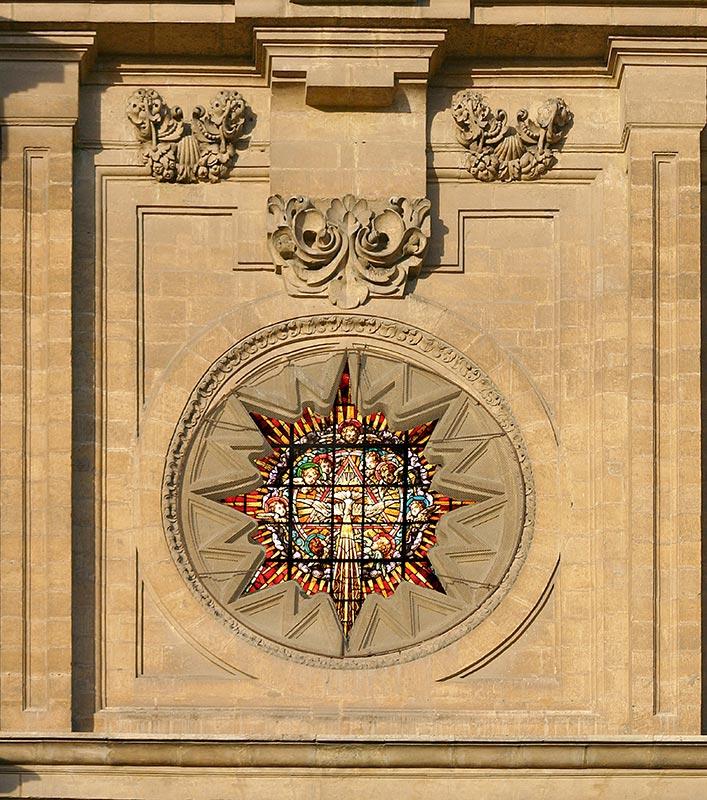 TONDO TRINITARIO-EUCARÍSTICO Fotomontaje sobre el muro exterior de la fachada