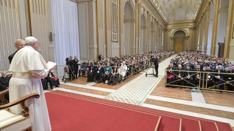 El Papa: sencillez y agilidad para Anunciar el Evangelio, no al derrotismo