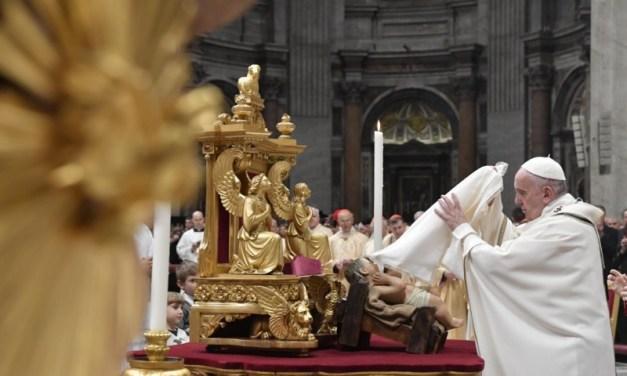 PAPA FRANCISCO: ¡Humanidad, Dios te ama, se hizo hombre por ti, ya no estás sola!