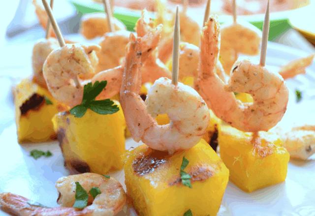 Spiedini gamberi e mango in salsa limone