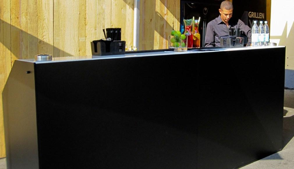 Schwarz gebrandete LUNA Bar zur Roadshow.