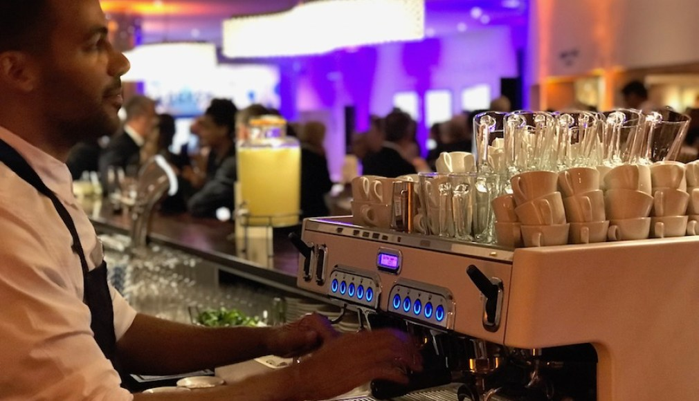 Espresso Bewirtung mit Siebträgermaschine.