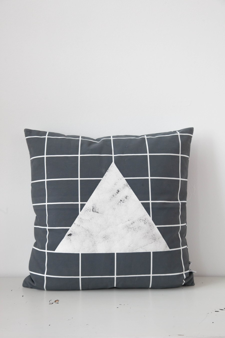 Line and Gleam Cushion_Marble