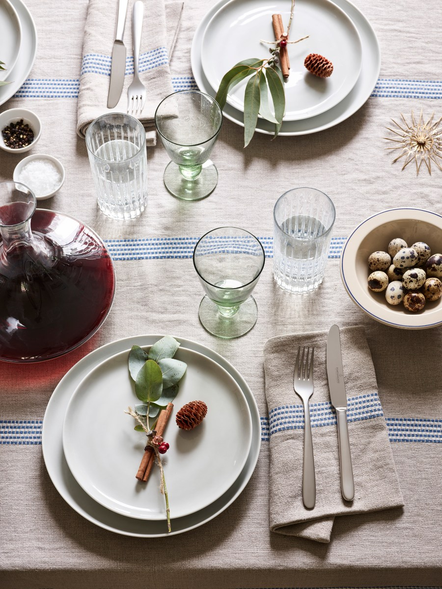 Simple everyday objects from Manufactum - simple dining table