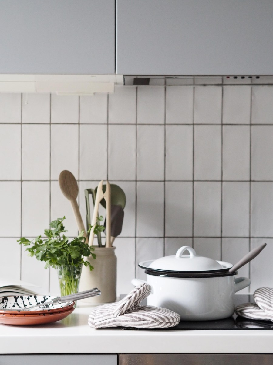 Minimal grey kitchen with white tiles. Chicken, fennel and ale pie recipe. Homesense finds: getting ready for Autumn with a heartwarming recipe