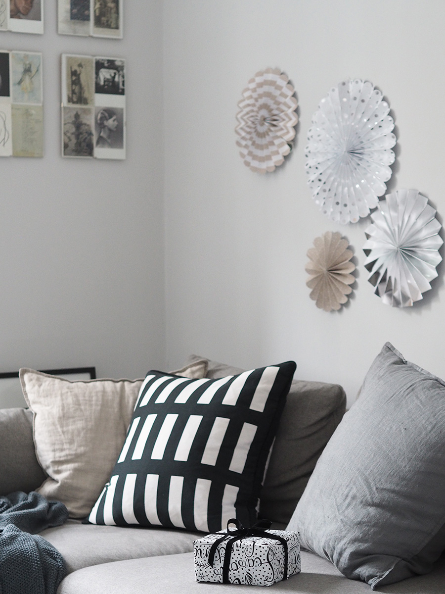 Scandi Christmas living room. A minimal, monochrome Christmas on a budget with Homesense