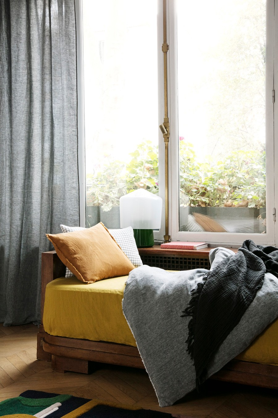 7 best places to buy pure linen bedding. Communaute De Biens available at www.smallable.com
