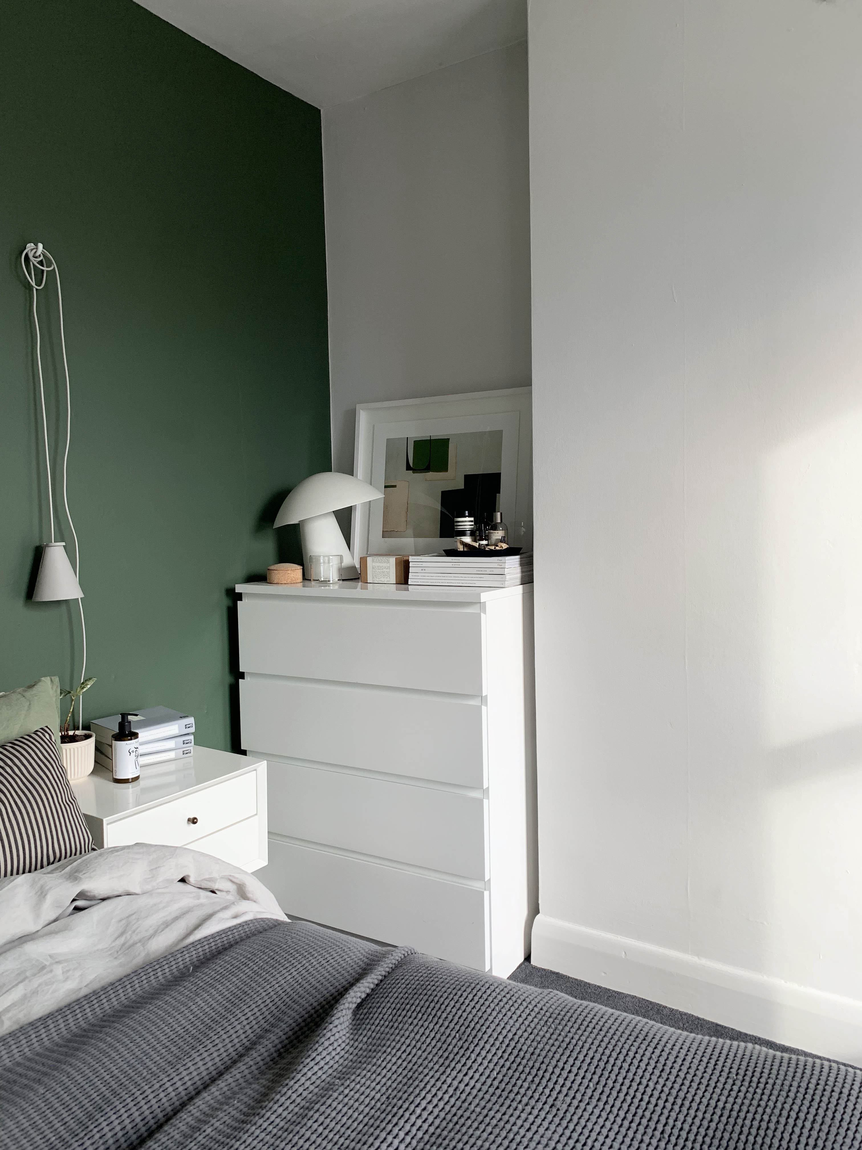 14 Of The Best Minimalist Plug In Bedside Lights Catesthill Com