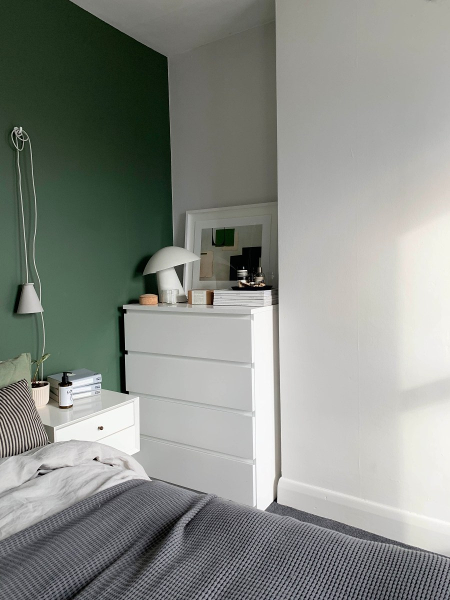 9 of the best minimalist plug-in bedside lights - catesthill.com