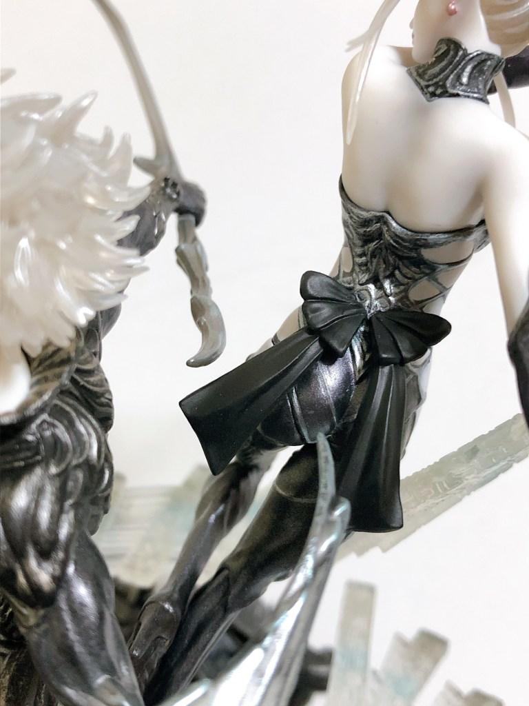 オメガ女性背面