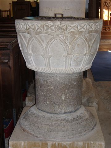 Font with pedestal