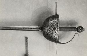 http://upload.wikimedia.org/wikipedia/commons/8/82/Spanish_-_Cup-Hilt_Rapier_-_Walters_51504.jpg