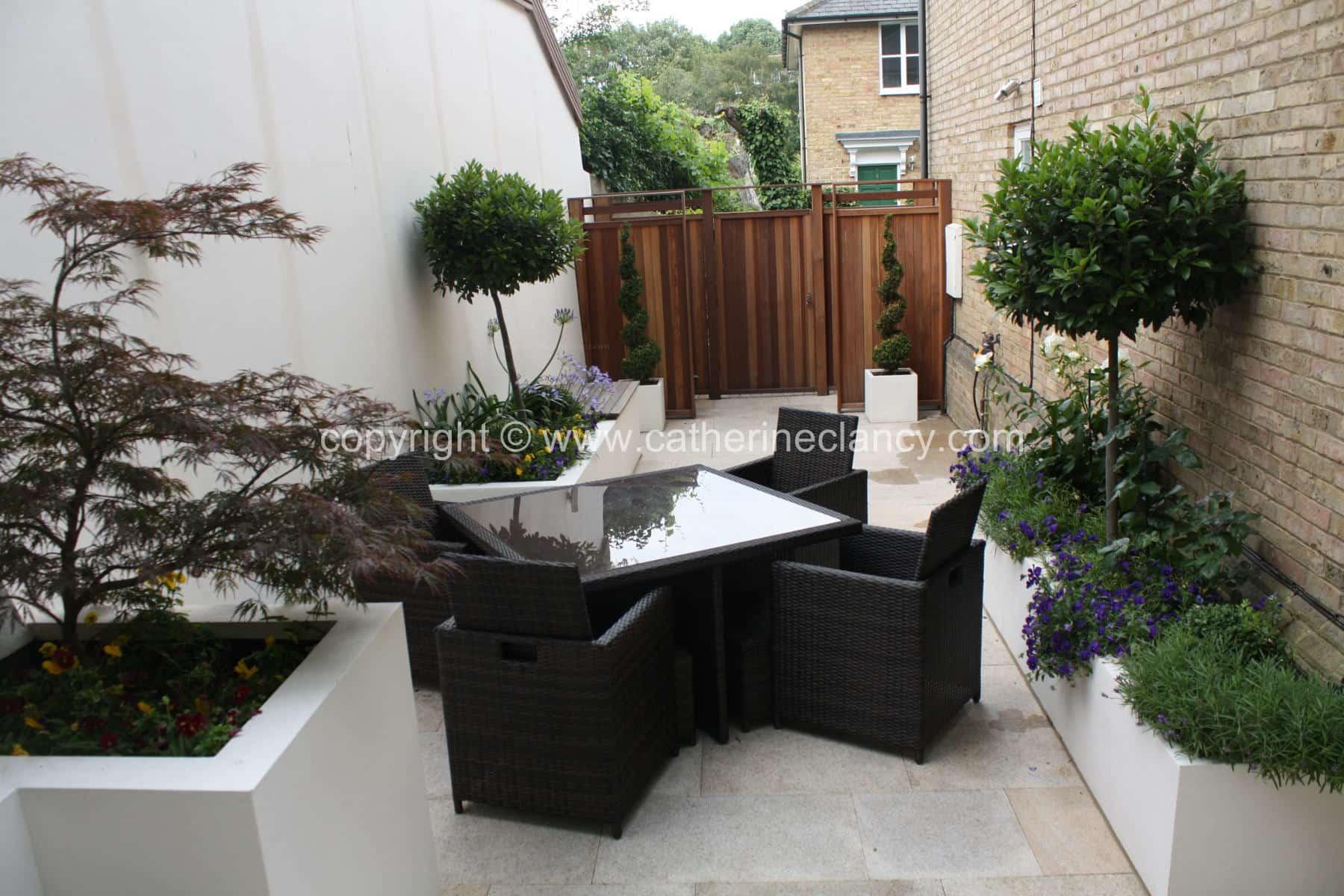 chic-courtyard-1