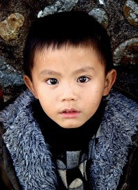 little-hakka-boy-hungkeng-tulou-village-fujian