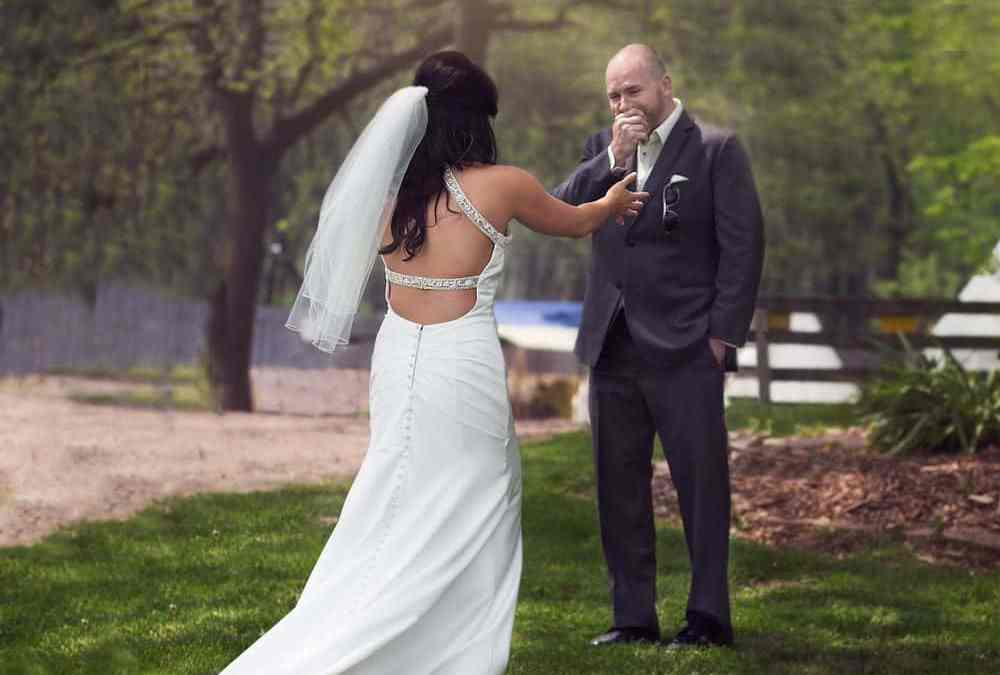 "First Look Wedding Photos: Is it a ""Do"" or a ""Don't""?"