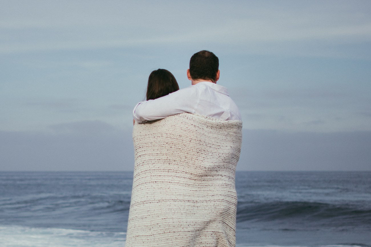 couple in love kiss la jolla cove beach {san diego shaman lifestyle newborn baby child family couple engagement photographer}