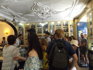 The crowded official shop selling Pasteis de Nata