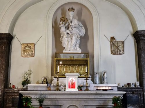 The statue of Our Lady of Basse-Wavre with the reliquary containing a number of relics of saints from the catacombs to the present day.