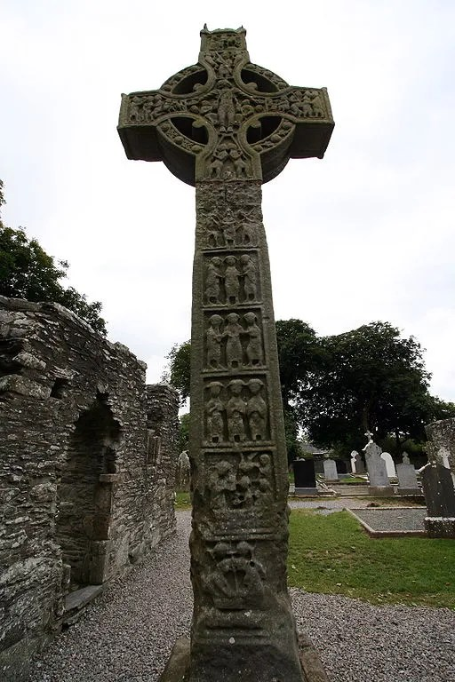 A Christian high cross at Monasterboice in Ireland , by Sitomon (Flickr) [CC BY-SA 2.0], via Wikimedia Commons
