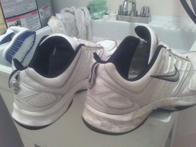 090204_nike-shoes-cleaning-01