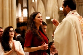 What to do when Holy Communion falls on the ground at Mass