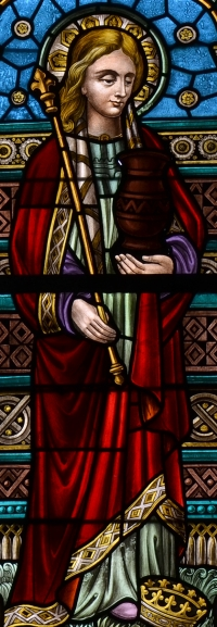 detail of a stained glass window of Saint Isabelle of France; date unknown, artist unknown; Church of Notre-Dame de la Visitation, Rochefort, Belgium; photographed on 18 August 2013 by Vassil; swiped from Wikimedia Commons