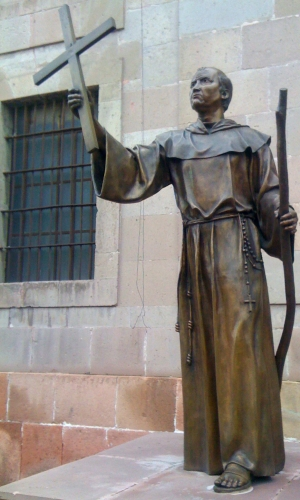 bronze sculpture of Saint Junipero Serra by Ill Cubo Creations, 17 September 2015; in front of the diocesan curia, Santiago de Queretaro, Mexico; photographed on 17 November 2016 by Mizael Contreras; swiped from Wikimedia Commons