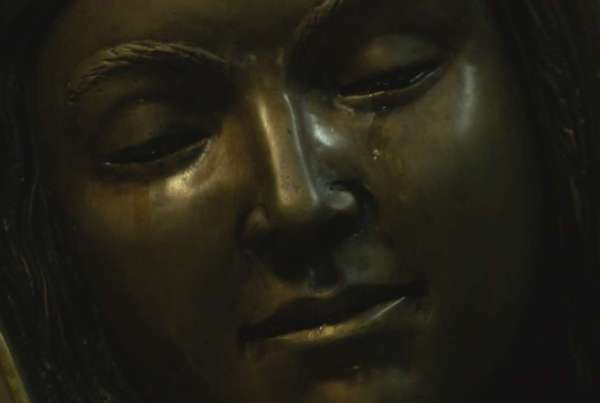 A Virgin Mary's Statue in California weeping Miraculous tears