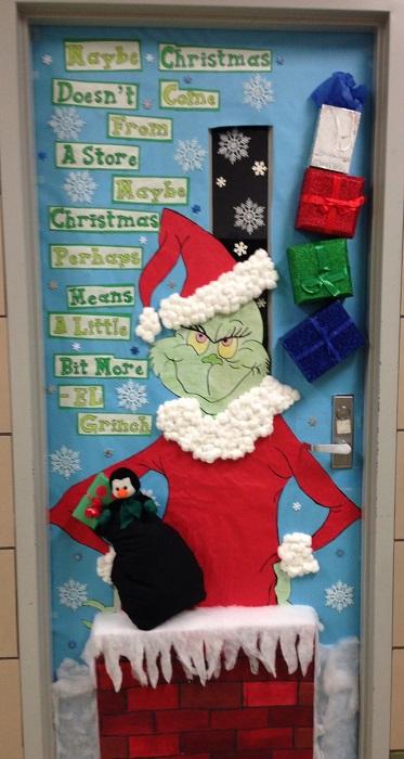 DIY Door Decoration For Christmas
