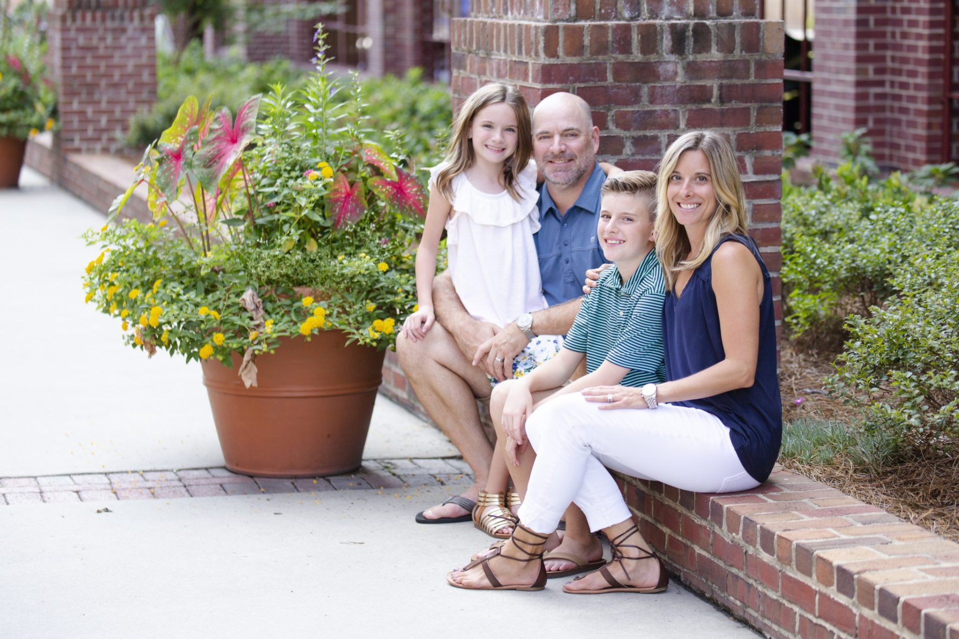 Portrait photography of a family in the summer in new york