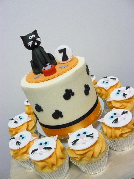 Cat Cake And Cupcakes