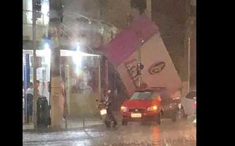 chuva com vendaval causa destruicao de predios em cidades do sertao veja videos