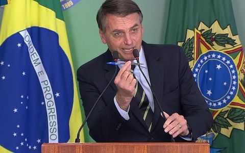 jair bolsonaro assina decreto que facilita posse de armas no brasil