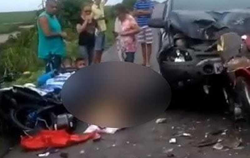 cinco ficam feridos em grave acidente envolvendo quatro motos onibus e carro