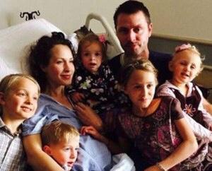 Una valiente madre rechazó el tratamiento para su  cáncer por salvar la vida de su hijo .