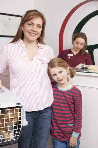cat carrier with mother and daugther