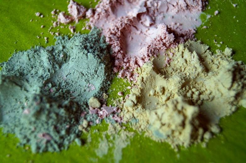 argiles en poudre : verte et rose