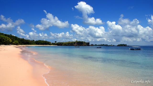 Pantai Tangsi, destinasi favorit saya ketika liburan ala backpacker ke Lombok :D