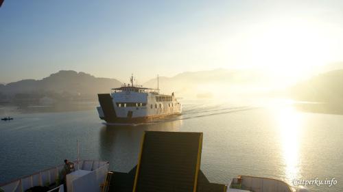 Inilah yang bisa dilihat, ketika merapat ke Lombok Barat di pagi hari :)
