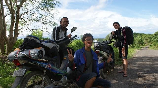 Jalanan menuju Pantai Tangsi dan Tanjung Ringgit di Lombok Timur.